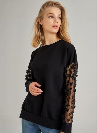 Monamoda Kolu Aplike Kumaşlı Sweatshirt Siyah